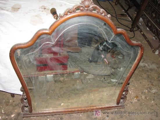 ANTIGUO ESPEJO DE MADERA DE HAYA Y CRISTAL CON FILETE TALLADO. (Antigüedades - Muebles Antiguos - Espejos Antiguos)