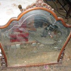 Antigüedades: ANTIGUO ESPEJO DE MADERA DE HAYA Y CRISTAL CON FILETE TALLADO.. Lote 27358625