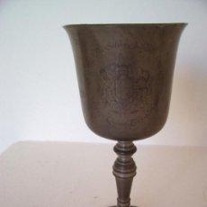 Antigüedades: COPA DE ESTAÑO INGLES DEL 25 ANIVERS DE LA REINA ISABELA DE INGLATERRA 1952 -77, EN INGLES (14CM). Lote 22032211