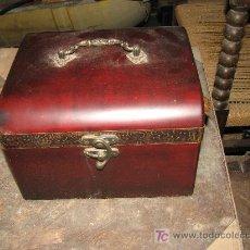 Antigüedades: CAJITA DE MADERA. 23X20X15 CM. Lote 27595307