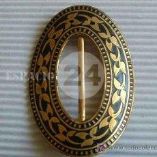 Antigüedades: ANTIGUA HEBILLA PARA CINTURÓN TOLEDANA DE METAL DORADO.. Lote 26873960