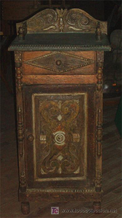 MESITA ANTIGUA RUSTICA CON TALLA EN FRENTE Y LATERALES (Antigüedades - Muebles Antiguos - Mesas Antiguas)