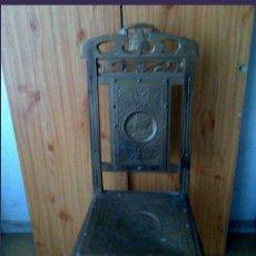 Antigüedades: SILLA PRECIOSA CON REPUJADO. Lote 27064006