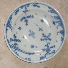 Antigüedades: PLATO DE ALCORA SERIE CHINESCOS. CIRCA 1750. Lote 16522680