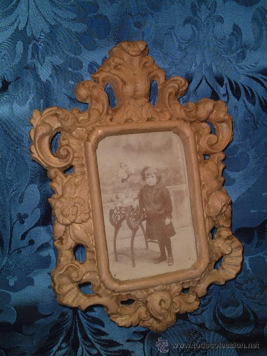 MARCO DE TERRACOTA RELIEVE, FF.SG.XIX. 1870 -1890. 28 CM. X 21 CM. (Antigüedades - Hogar y Decoración - Portafotos Antiguos)
