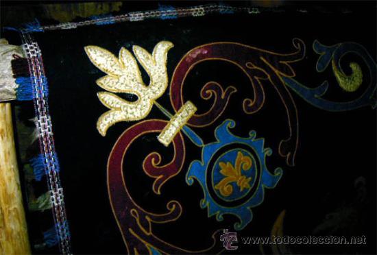 Antigüedades: Antiguo Escudo Heraldico de reposteria, bordado, etc. Medida 138x1,38 cm - Foto 4 - 24196351