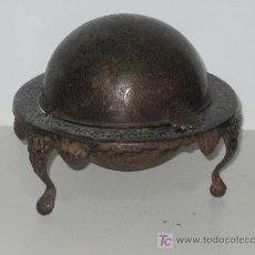 Antigüedades: JABONERA SIGLO XVIII DE METAL. MUY BONITA. 11X13CM.. Lote 35856416