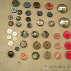Antigüedades: COLECCIÓN DE 41 BOTONES VARIOS DE AÑOS 1940-1990.ENVÍO INCLUIDO.. Lote 26631394