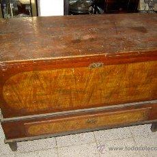 Antigüedades: ANTIGUA ARCA DE PINO MACIZO. Lote 26744967