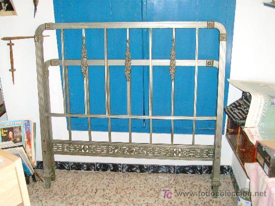 CAMA DE METAL ANTIGUA (Antigüedades - Muebles Antiguos - Camas Antiguas)