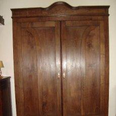 Antigüedades: IMPRESIONANTE ARMARIO DE CASTAÑO ANTIGUO. Lote 26407165