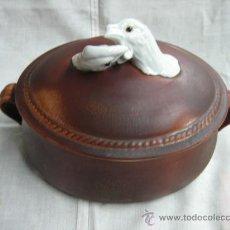 Antigüedades: CAZUELA DE PORCELANA TAPA CON CABEZAS DE AGUILAS. Lote 11159652