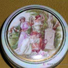 Antigüedades: PRECIOSA CAJITA DE PORCELANA ANACARADA. Lote 26676957