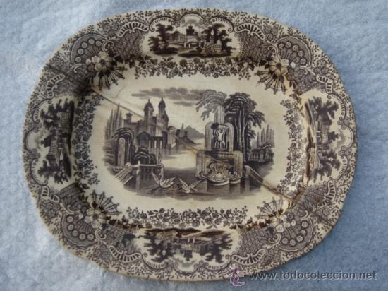 FUENTE PICKMAN Y CIA (LA CARTUJA, SEVILLA). SELLO EN BASE. 32.5X26.5. CON LAÑAS. VER FOTOS. (Antigüedades - Porcelanas y Cerámicas - La Cartuja Pickman)