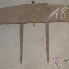 Antigüedades: RASTRILLO SIN MANGO, DE 71 CMS. Lote 8645933