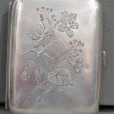 Antigüedades: JUEGO DE PITILLERA Y MECHERO DE PLATA 800 GRABADO CON INICIALES AM. Lote 19340517