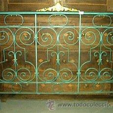 Antigüedades: CABECERO ANTIGUO DE FORJA AUTENTICA,EN VERDE Y DORADO. MEDIDA ANCHO 160 CM. Lote 24196342