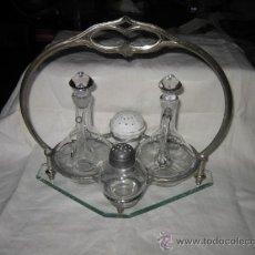 Antigüedades: BONITAS VINAJERAS DE CRSITAL LE FALTA UN SALERO . Lote 26266600