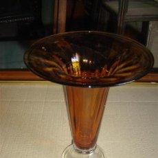 Antigüedades: FLORERO DE CRISTAL MARRON. Lote 9443402