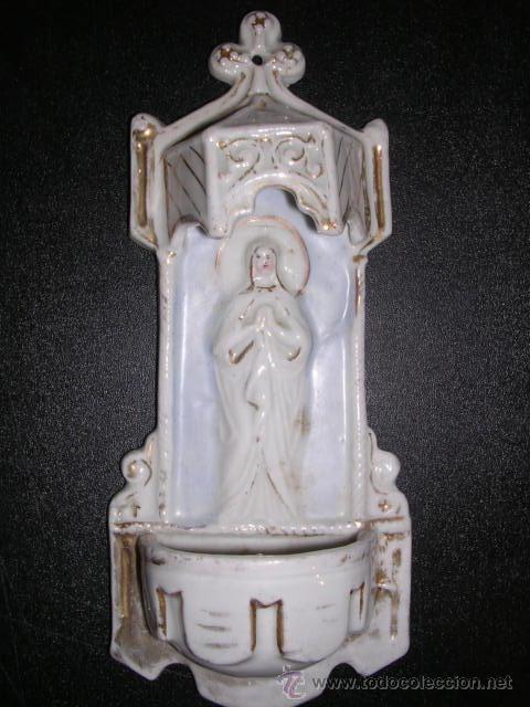 Antigüedades: BENDITERA DE PORCELANA BLANCA Y DORADA ( ANTIGUA ) CON RELIEVE - Foto 3 - 9475944