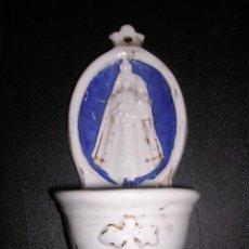 Antigüedades: BENDITERA DE OPALINA BLANCA Y AZUL CON RELIEVE ( ANTIGUA ). Lote 12013919