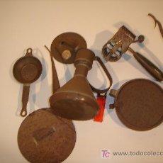 Antigüedades - lote de piezas de hojalata - 17080127