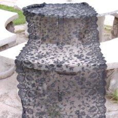 Antigüedades: MANTILLA ESPAÑOLA NEGRA EXCELENTE CONSERVACION - 200 X 80 CM.. Lote 104111774