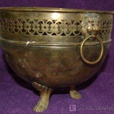 Antigüedades: ANTIGUO CENTRO MACETERO DE BRONCE CON PATAS - DIAM. 20 ALTURA 30. Lote 20728008