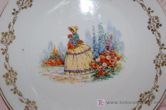 PLATO PORCELANA STA. CLARA 28 CM. ESCENAS ROMANTICAS DEC.EN ORO (Antigüedades - Porcelanas y Cerámicas - Santa Clara)