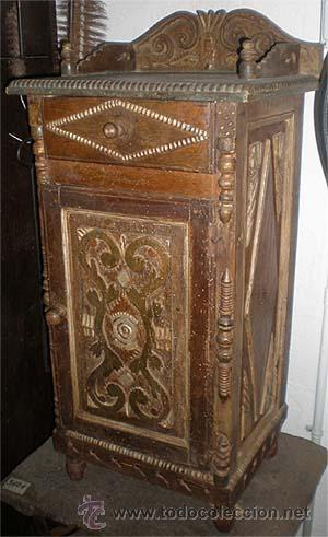 Antigüedades: Mesita antigua rustica con talla en frente y laterales - Foto 2 - 26638675