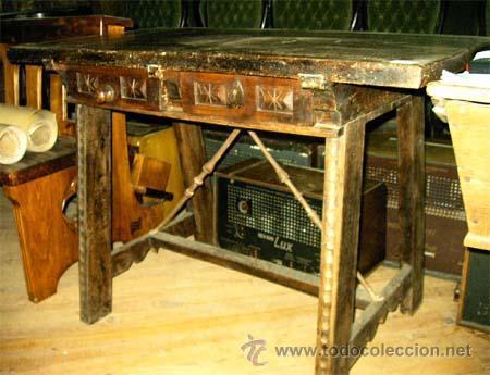 MESA DE NOGAL Y ROBLE. 2 CAJONES . MEDIDA 78,5 CM ALTURA X 109 CM LARGA X 62 CM FONDO.S.XIX (Antigüedades - Muebles Antiguos - Mesas Antiguas)