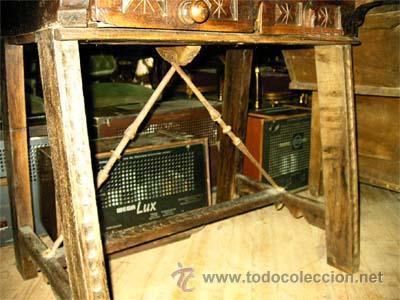 Antigüedades: Mesa de nogal y roble. 2 cajones . Medida 78,5 cm altura x 109 cm larga x 62 cm fondo.S.XIX - Foto 3 - 27260421