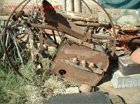 MAQUINA DE DESBAGAR MAIZ DE LOS COLONOS DE EXTREMADURA (Antigüedades - Técnicas - Rústicas - Agricultura)