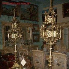 Antigüedades: MONUMENTAL PAREJA DE ANTIGUOS CANDELABROS ALTO 130 CMS NEOGOTICOS BRONCE DORADO. Lote 27572956