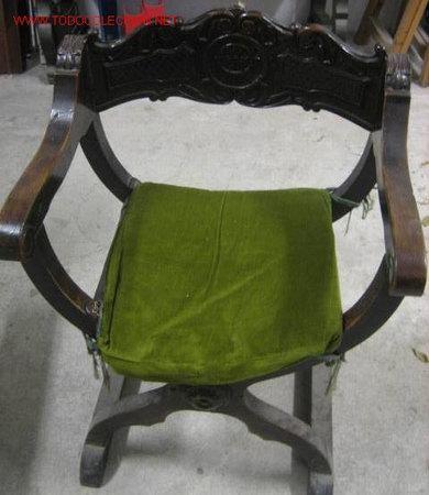 SILLÓN FRAILERO CON ANAGRAMA DE INFANTERIA (BON. 14 M). (Antigüedades - Muebles Antiguos - Sillones Antiguos)