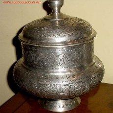 Antigüedades: ANFORA DE METAL , MUY ANTIGUA - LABRADO EN INCISO CON DIBUJO DE ESTILO E INSPIRACIÓN ÁRABE.. Lote 27293326