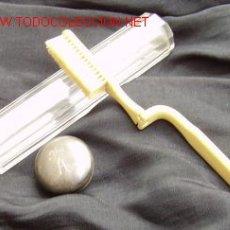 Antigüedades: CEPILLO PERSONAL DE ALFONSO XIII. PROCEDE DEL PALACIO DE LA MAGDALENA. CURIOSO DISEÑO PLEGABLE. V. Lote 10898888