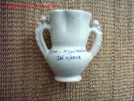 Antigüedades: JARRON DE NOVIA. CERAMICA DE LORCA, MURCIA. PINTADO POR LARIO. 13 x 13 cm. años 70. - Foto 4 - 18470597