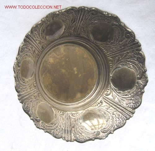 BANDEJA DE ALPACA CON LABRADOS (Antigüedades - Platería - Bañado en Plata Antiguo)