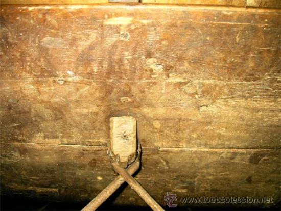 Antigüedades: Mesa de nogal y roble. 2 cajones . Medida 78,5 cm altura x 109 cm larga x 62 cm fondo.S.XIX - Foto 7 - 27260421