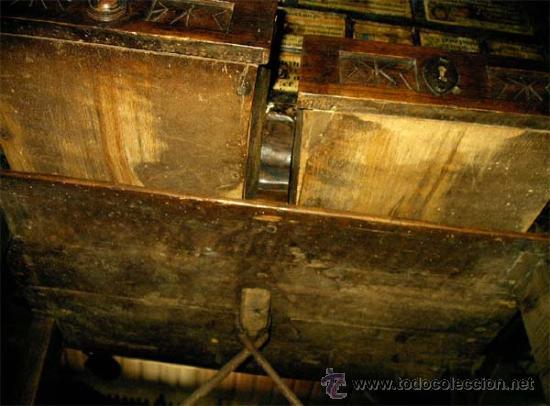 Antigüedades: Mesa de nogal y roble. 2 cajones . Medida 78,5 cm altura x 109 cm larga x 62 cm fondo.S.XIX - Foto 8 - 27260421