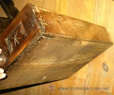 Antigüedades: Mesa de nogal y roble. 2 cajones . Medida 78,5 cm altura x 109 cm larga x 62 cm fondo.S.XIX - Foto 10 - 27260421