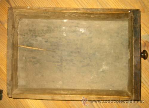 Antigüedades: Mesa de nogal y roble. 2 cajones . Medida 78,5 cm altura x 109 cm larga x 62 cm fondo.S.XIX - Foto 11 - 27260421