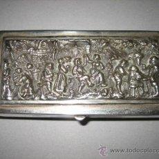Antigüedades: ANTIGUA CAJA EN BRONCE PLATEADO ESCENA TALLADA EN LA TAPA. Lote 27226708