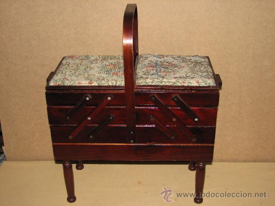 Antiguo mueble costurero con patas y asa comprar for Mueble costurero