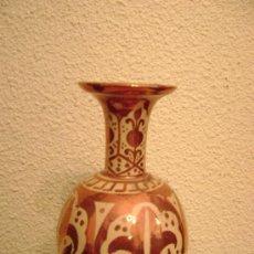 Antigüedades: PEQUEÑO FLORERO DE REFLEJO METALICO. Lote 26466605