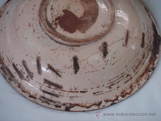 Antigüedades: PLATO DE TALAVERA. S. XVII. SERIE HOJAS DE PALMA. DIÁMETRO: 41 CMS. ALTURA: 9.5 CMS. - Foto 6 - 26132052