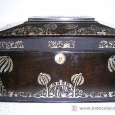 Antigüedades: ANTIGUA CAJA INGLESA PARA EL THÉ EN CHICARANDA CON MARQUETERIA EN NACAR S-XIX. Lote 26961658