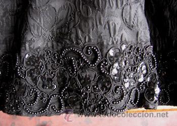 Antigüedades: TRAJE NEGRO CHAQUETA – FALDA .. La falda la parte del volante es pedreado - Foto 3 - 145149438