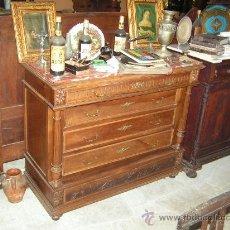 Antigüedades: COMODA ALFONSINA REALIZADA EN NOGAL. Lote 25868775